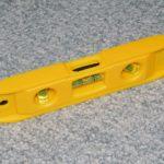 ダイソーの水平器は家庭用でも精度抜群マグネット付きで便利