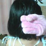 お風呂上がりの髪の毛を早く乾かしたいならダイソーのヘアドライ手袋がおすすめ
