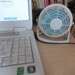 USBミニ扇風機はダイソーの300円扇風機がオフィスのデスクに置いても違和感がない